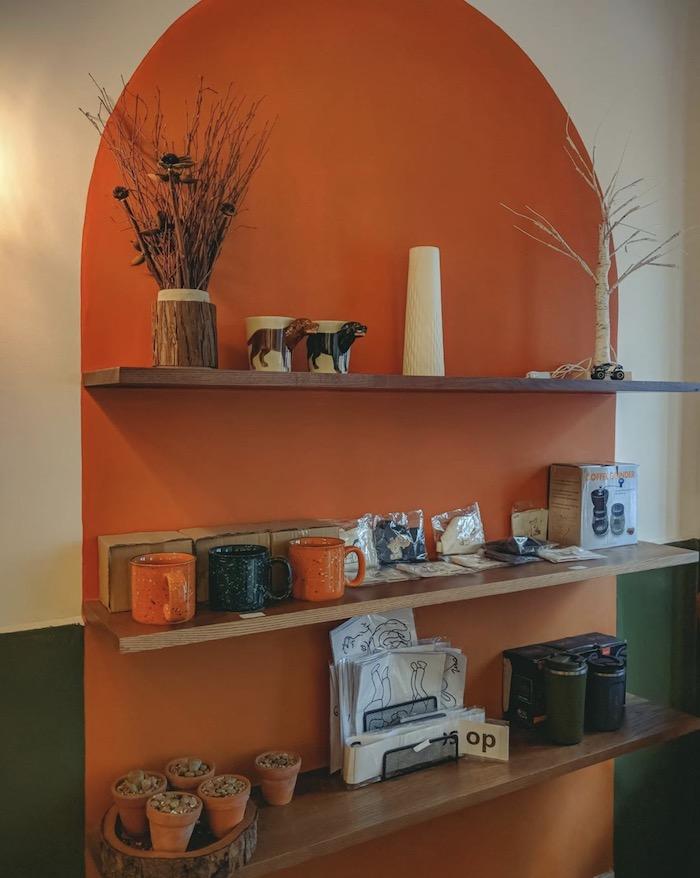 Ti Tê Cafe - Quán cafe ở quận 1 decor theo phong cách retro cổ điển 4