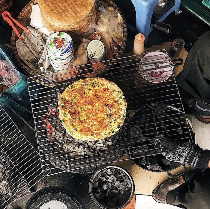 Bánh tráng nướng: Món ăn vặt Đà Lạt nổi tiếng về đêm