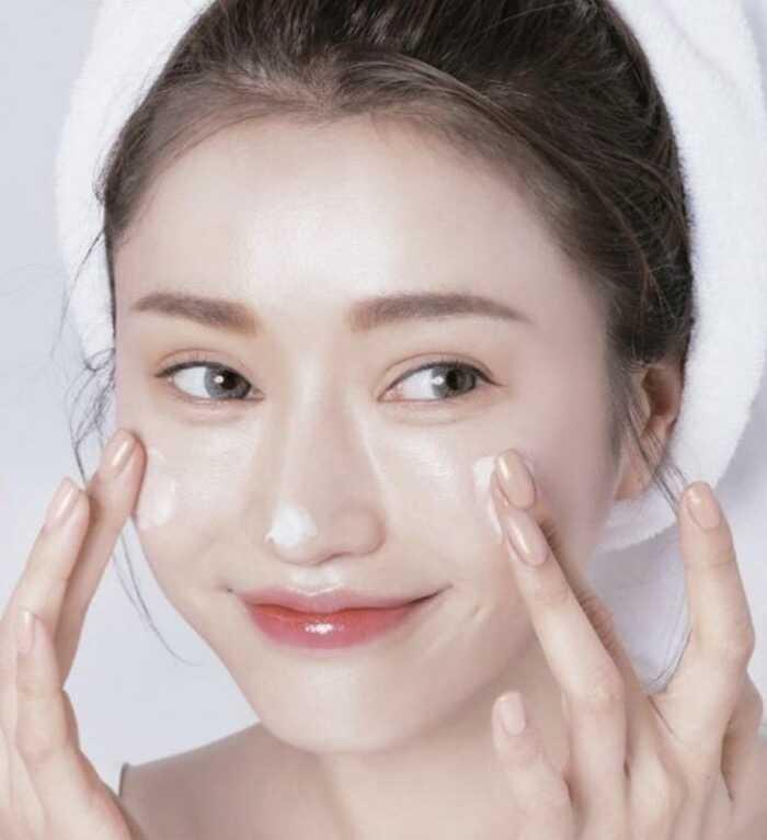 kem dưỡng cho da tốt giá bình dân cho da khô thì thành phần được khuyên dùng là hyaluronic, dimethicone