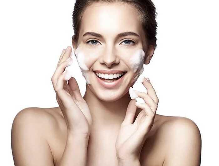 Kem dưỡng da tốt giá bình dân giúp ngăn ngừa các tác hại của môi trường đến da