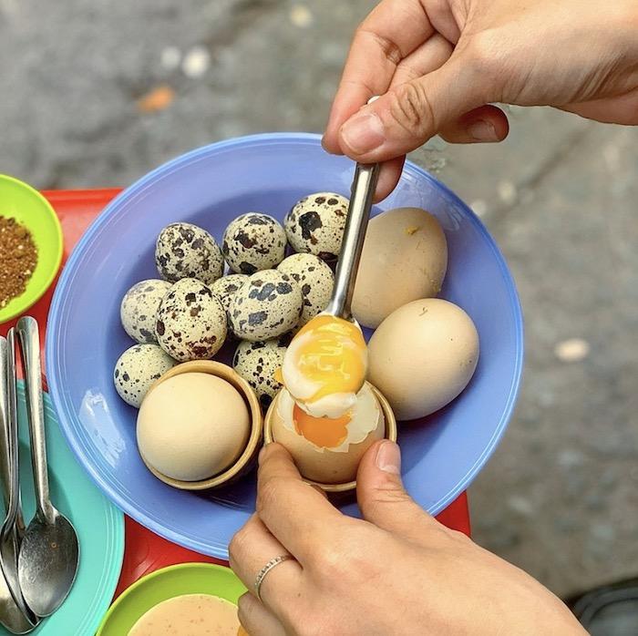 Trứng lòng đào dẻo: Món ăn vặt Đà Lạt đầy dinh dưỡng