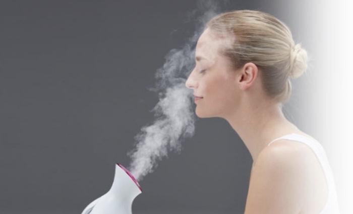 Bạn nên vệ sinh máy xông hơi mặt sau một thời gian sử dụng để tránh cặn bẩn đọng lại phía dưới