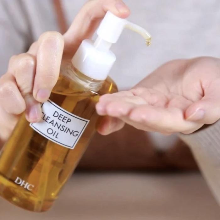 DHC Deep Cleansing Oil an toàn cho da, đặc biệt là da dầu mụn, nhạy cảm.