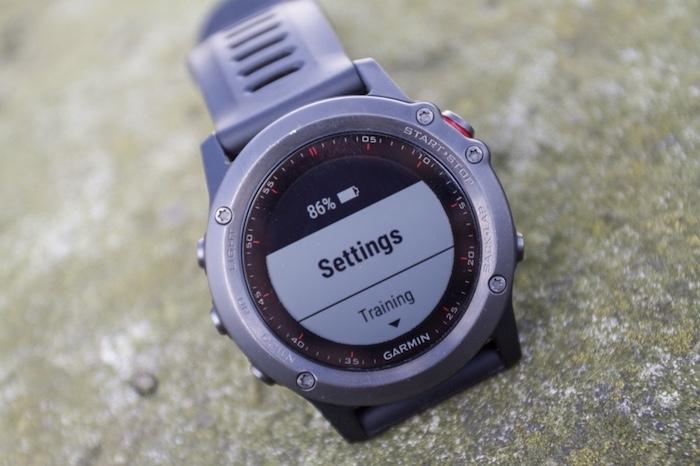 Màn hình đồng hồ Garmin Fenix 3 có độ hiển thị rất chất lượng