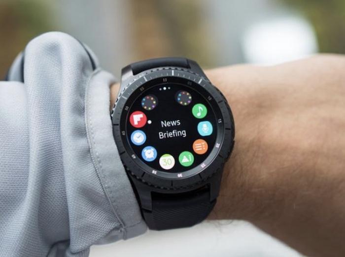 Smartwatch Samsung Gear S3 Frontier có cấu hình khá mạnh, được tích hợp nhiều tính năng cao cấp, hữu ích.