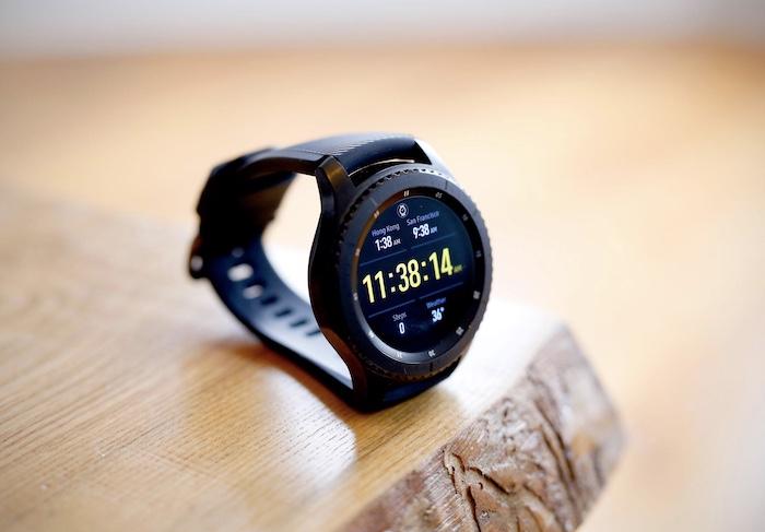 Đồng hồ Samsung Gear S3 Frontier là một smartwatch đáng đồng tiền bát gạo đến từ Samsung
