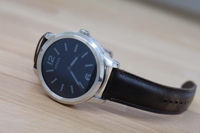 Nhìn chung đồng hồ thông minh Fossil Q Founder là một chiếc smartwatch đáng đồng tiền bát gạo