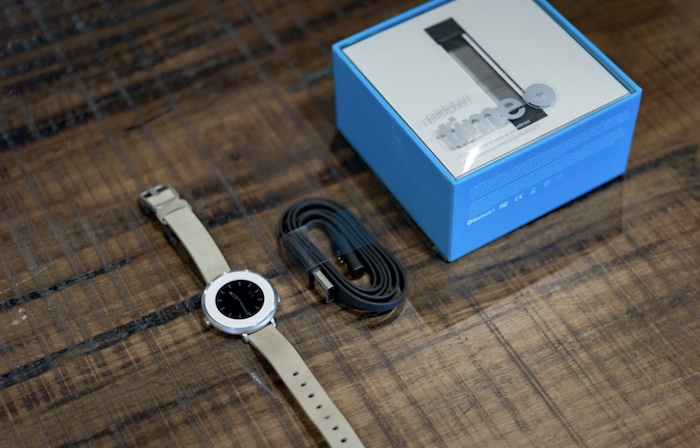 Pebble Time Round là một chiếc đồng hồ thông minh khá ấn tượng và đáng mua