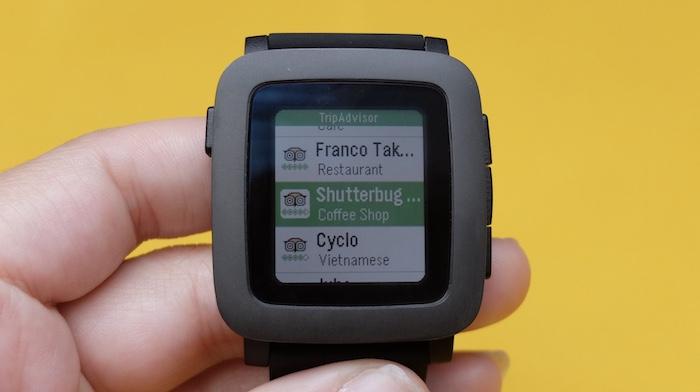 Đồng hồ thông Pebble Watch được tích hợp nhiều tính năng hữu ích cho người dùng