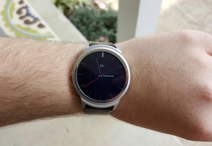 đồng hồ thông minh Ticwatch 1 có thiết kế đơn giản nhưng tinh tế