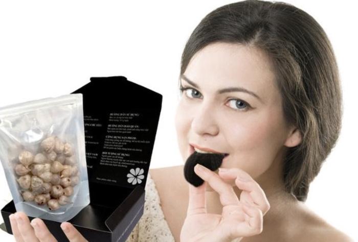 Dùng tỏi đen trực tiếp vừa đơn giản vừa giúp cơ thể hấp thu các dưỡng chất